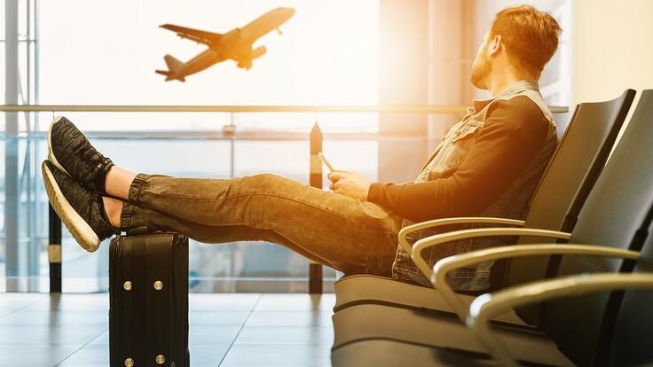 Стоит ли покупать авиабилеты на лето: эксперт дал совет