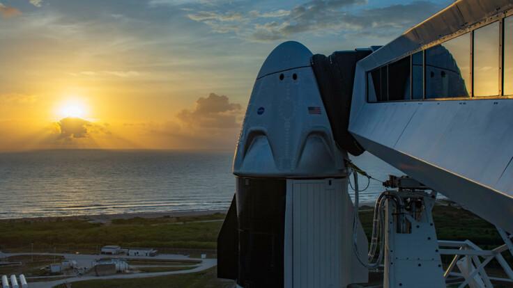 SpaceX та NASA запустили в космос корабель Crew Dragon з астронавтами - повне відео