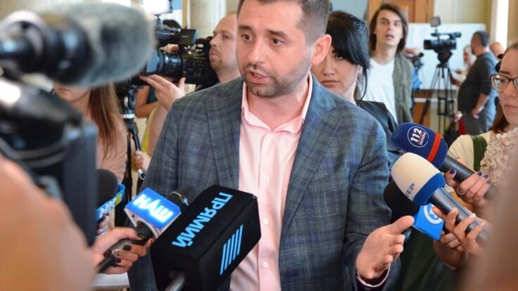 Зеленский должен перезагрузить Раду - Арахамия о скандале вокруг КСУ