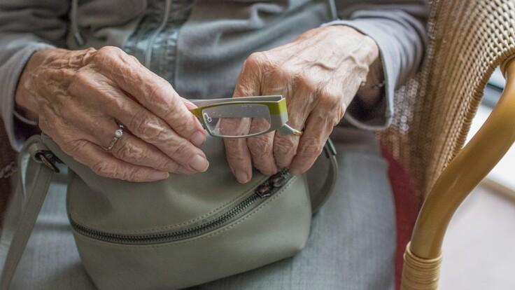 Повышение пенсионного возраста: эксперт объяснил, чего хотят в Раде