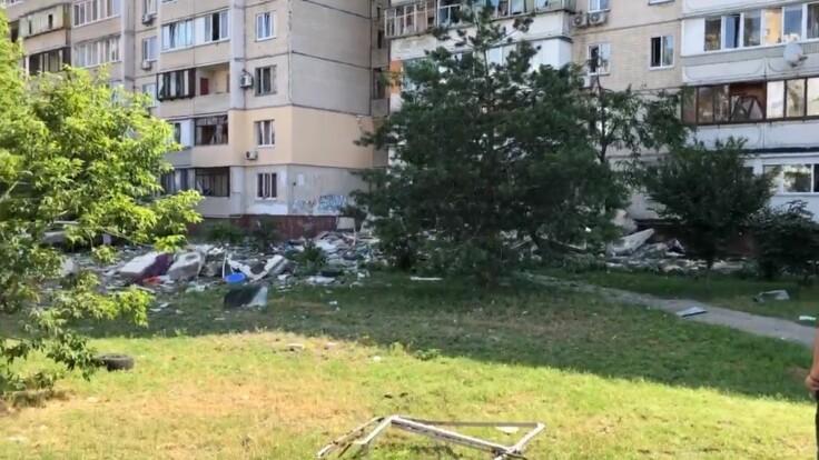 """""""Перекосило окно, обвалился балкон"""" — жители рассказали о взрыве на Позняках"""