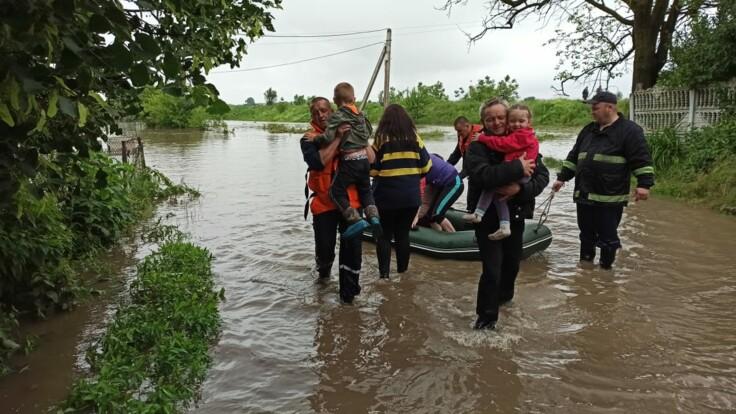 Непогода на Буковине: туристам угрожает серьезная опасность
