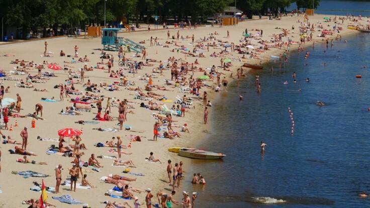 Заразитися  коронавірусом на пляжі: лікар розповів, чи є небезпека
