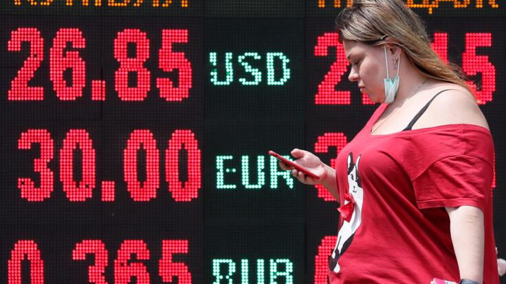 Українці не довіряють гривні — банкір розповів, що буде з курсом