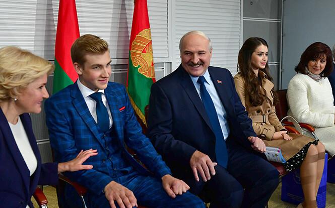 Лукашенко рассказал Гордону, готов ли передать власть сыну