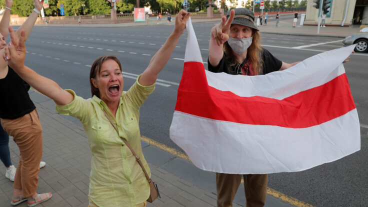 """""""Іде лавина людей"""": Шушкевич про ситуацію в центрі Мінська після виборів"""