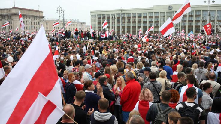 """В """"Слуге народа"""" рассказали, как Украина воспользуется протестами в Беларуси"""
