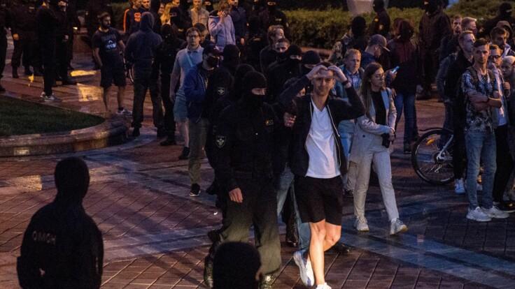 Украина ставит отношения с Беларусью на паузу: политолог назвал две причины
