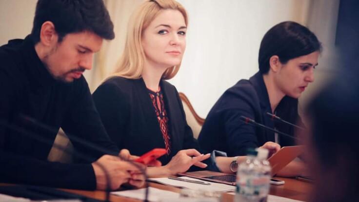 """Санкции против телеканалов: в """"Слуге народа"""" объяснили решение СНБО"""