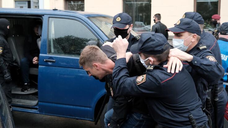 """""""Виноваты радикалы"""": у Лукашенко оправдали насилие силовиков"""