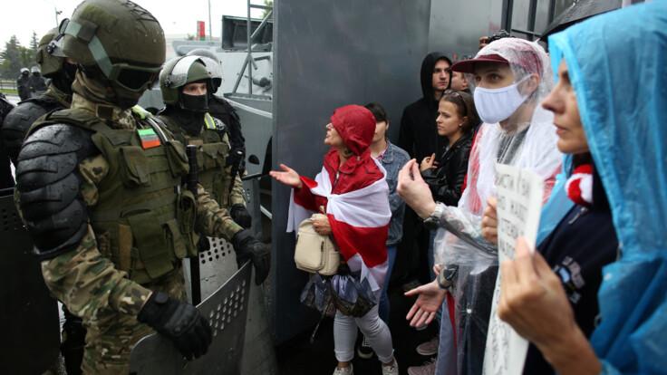 Всі розуміють, хто це — журналіст про людей без розпізнавальних знаків у Білорусі