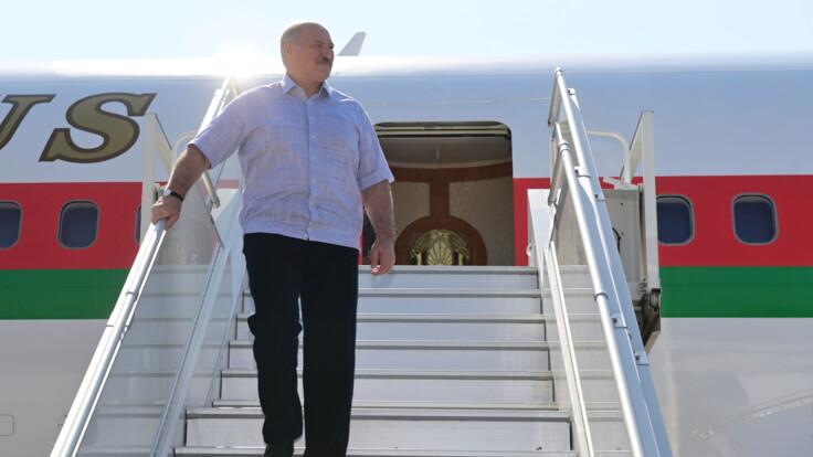 """""""Выглядит жалко"""": эксперт о визите Лукашенко к Путину"""