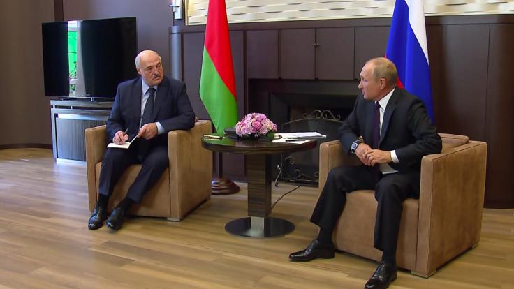 """""""Вассал приехал к доброму царю"""": политолог о встрече Лукашенко и Путина"""