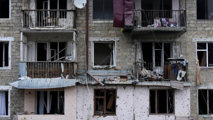 """""""Обломки попали в спину"""": жители азербайджанской Гянджи рассказали об обстрелах"""