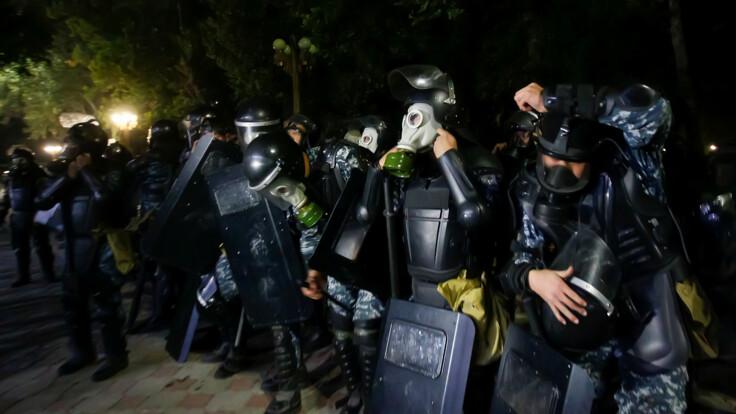 Массовые столкновения в Кыргызстане: в ход пошли камни, есть раненые