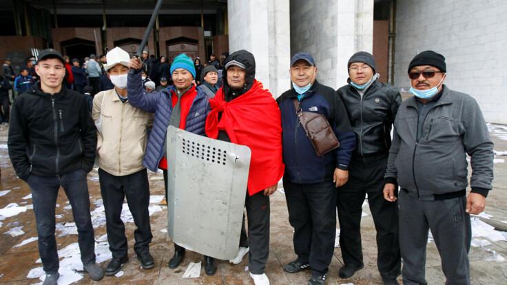 В Кыргызстане началась анархия — публицист о последствиях протестов