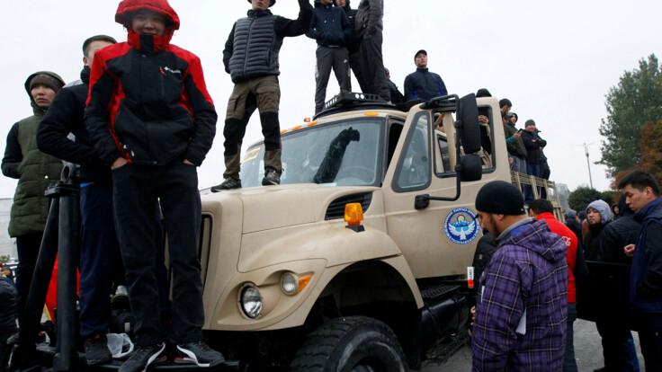 Протесты в Кыргызстане — эксперт объяснил разницу с Беларусью
