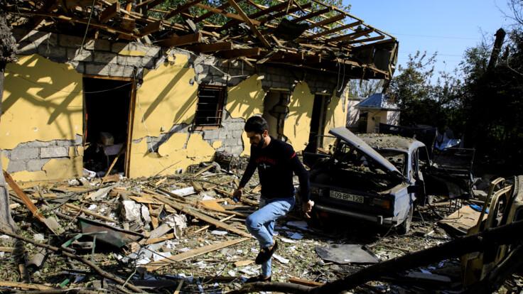 """""""Принуждение к миру"""": что в Армении и Азербайджане думают о ситуации в Карабахе"""