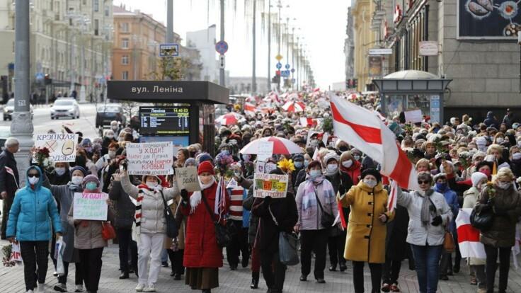 В Беларуси прошли марши пенсионеров за и против Лукашенко: подробности