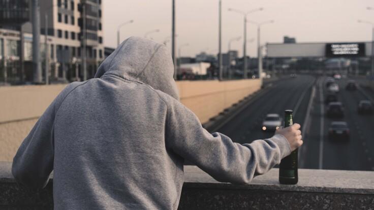 """""""Навколо нагнітається страх"""": психолог розповів, чи впливає COVID на самогубства"""