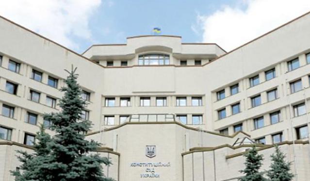 У Зеленського пояснили, що робитиме президент з рішенням КСУ
