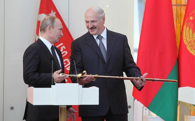 """""""Лукашенко загнан в угол"""": в Беларуси объяснили, зачем он едет к Путину"""