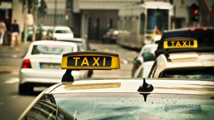 """""""Про пасажирів не думають"""": ексміністр розповів, як покінчити з нелегальними таксі"""