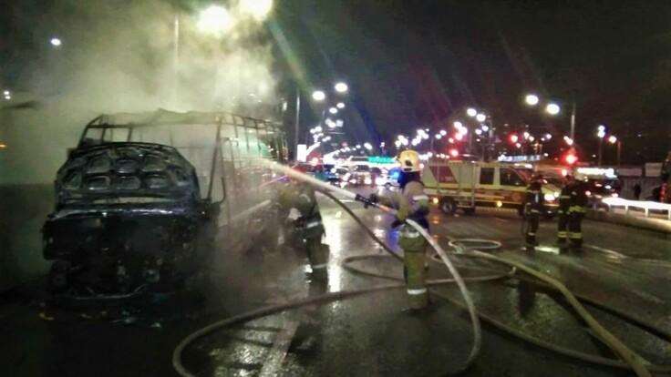 В Киеве сгорела маршрутка: в ГСЧС рассказали подробности