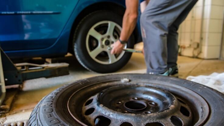 """Потрібно врегулювати - нардеп висловився про зміну літньої """"гуми"""" на зимову"""