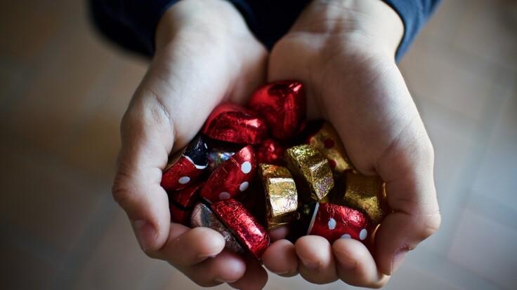 """Украинцев предупредили о конфетах с неприятным """"сюрпризом"""": подробности"""