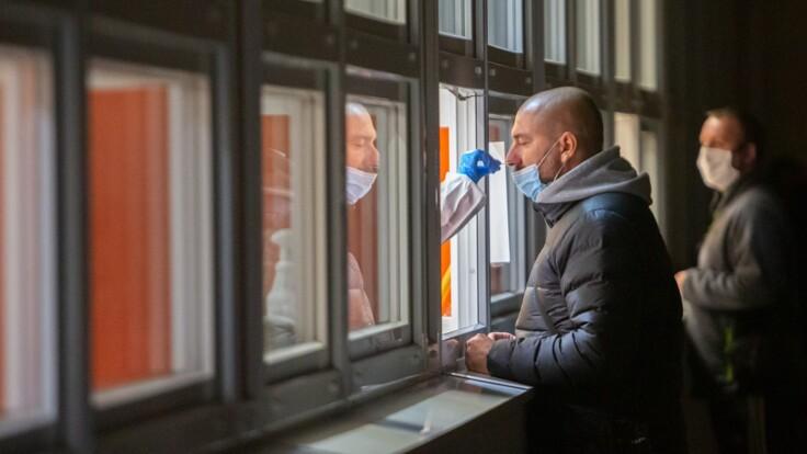 Новый штамм коронавируса: врач рассказал, нужно ли его бояться