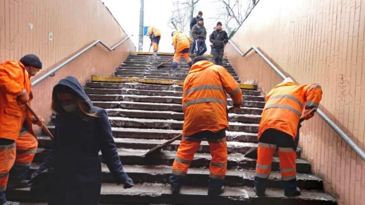 Готовы работать днем и ночью - в КГГА рассказали о борьбе со снегом в Киеве