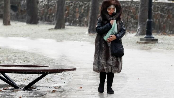 """""""Шел, поскользнулся, гипс"""": больницы Киева переполнены пострадавшими от гололеда"""
