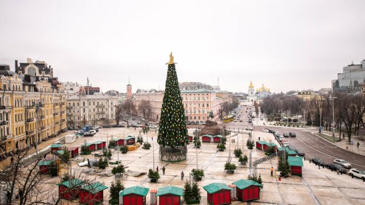 Шляпе с новогодней елки в Киеве придумали новое применение: подробности
