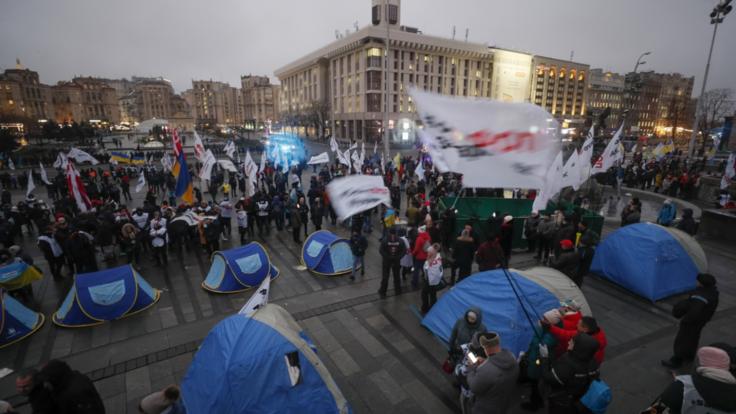 """На Майдане уже раздают бутерброды и чай: """"Украина 24"""" с места событий (видео)"""