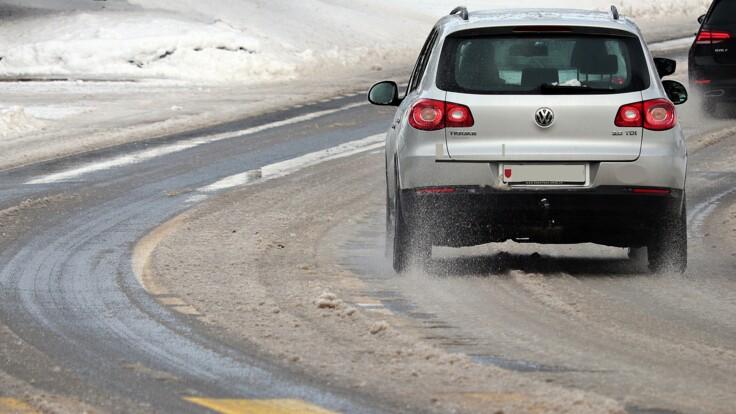 """Снег и пробки: в """"Киевавтодоре"""" рассказали, как борются со стихией"""
