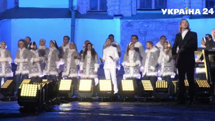 """История о единении - ведущие """"Украина 24"""" приняли участие в записи легендарной колядки"""