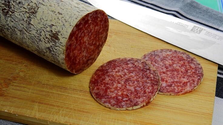 Как нужно выбирать колбасу: покупателям дали важный совет