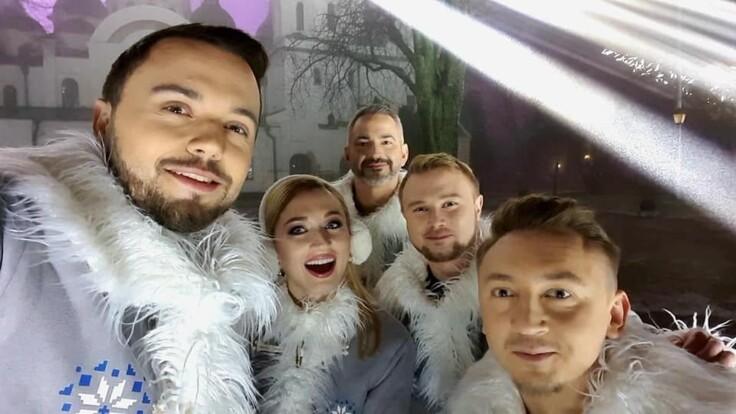 """Ведущие """"Украина 24"""" и новостей """"Сегодня"""" спели """"Щедрик"""" вместе с известным музыкантом"""