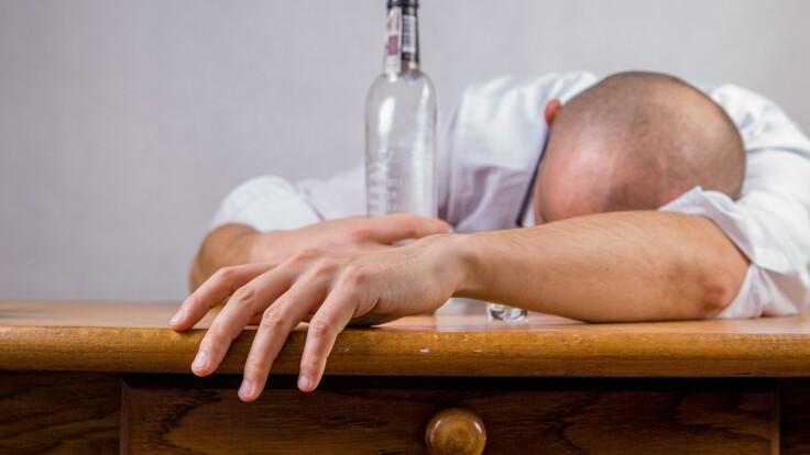Между алкоголизмом и злоупотреблением есть разница: нарколог назвал отличие