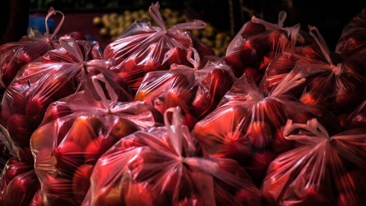 В Украине хотят запретить пластиковые пакеты — министр рассказал подробности