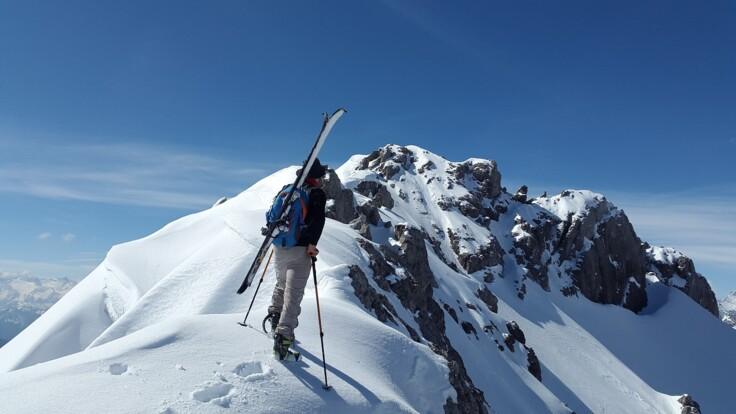 Следует быть осторожными – синоптик предупредил туристов о снеге и лавинах в Карпатах