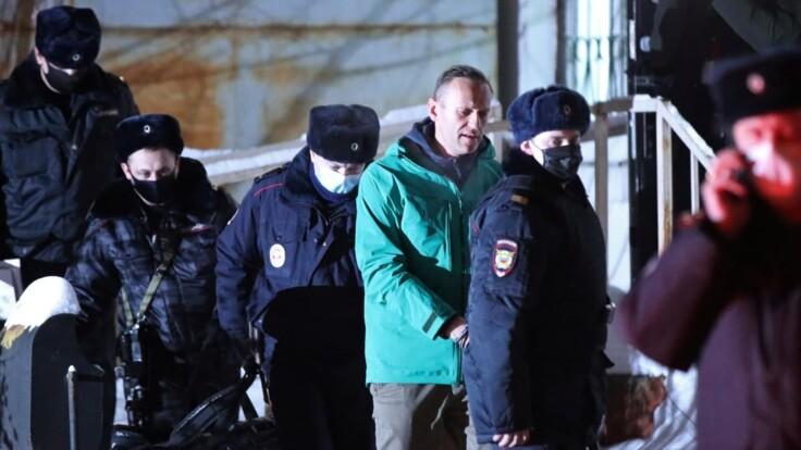 Посадят ли Навального: российский политолог озвучил прогноз