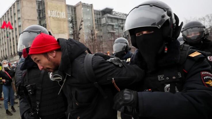 Путин берет пример с Лукашенко – адвокат о протестах в России (видео)
