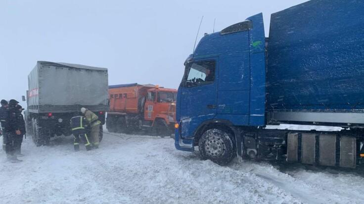"""""""Погода будет ухудшаться"""": появились подробности о ситуации на дорогах из-за снегопадов"""