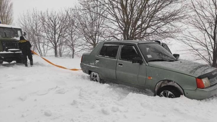 Непогода в Украине: водителей предупредили о снежных ловушках на дорогах