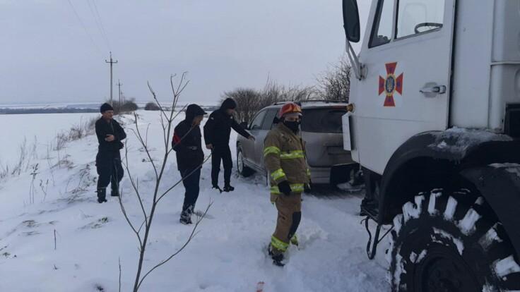 Погода в Украине ухудшается: спасатели рассказали о последствиях снегопадов