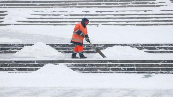 Снегопады в Украине: врач дал советы, как избежать переломов и ушибов