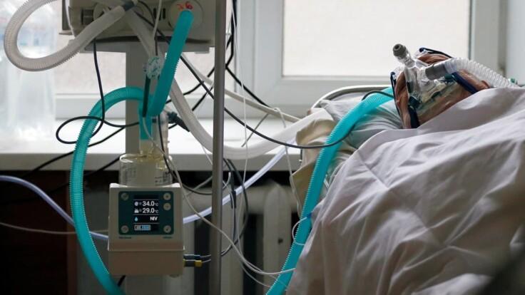 Люди массово начнут болеть COVID-19 по второму кругу: врач сказал когда
