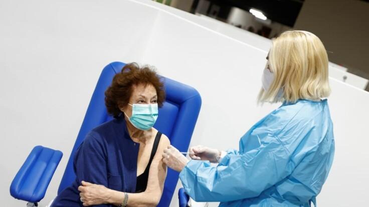 Старт вакцинации от COVID-19 в Украине: врач ответил на два важных вопроса